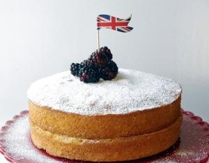 American Cupcake Life // Blackberry Victoria Cake