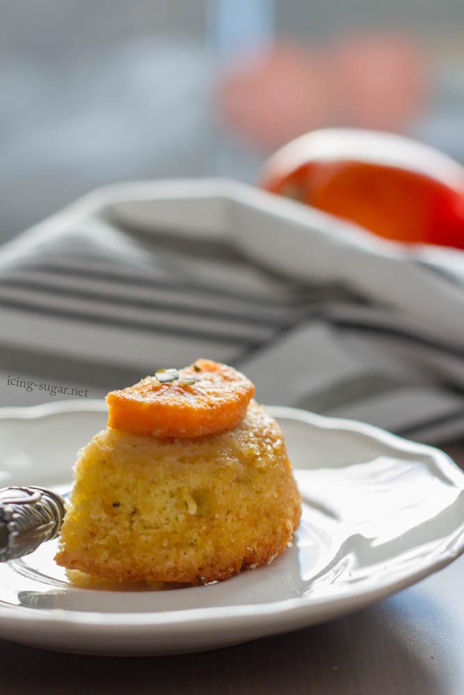 Kaki (Persimmon) Pistachio Upside Down Cakes {by icing-sugar.net}